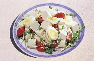 Ensalada de tofu y germinados de rabanito FANYA